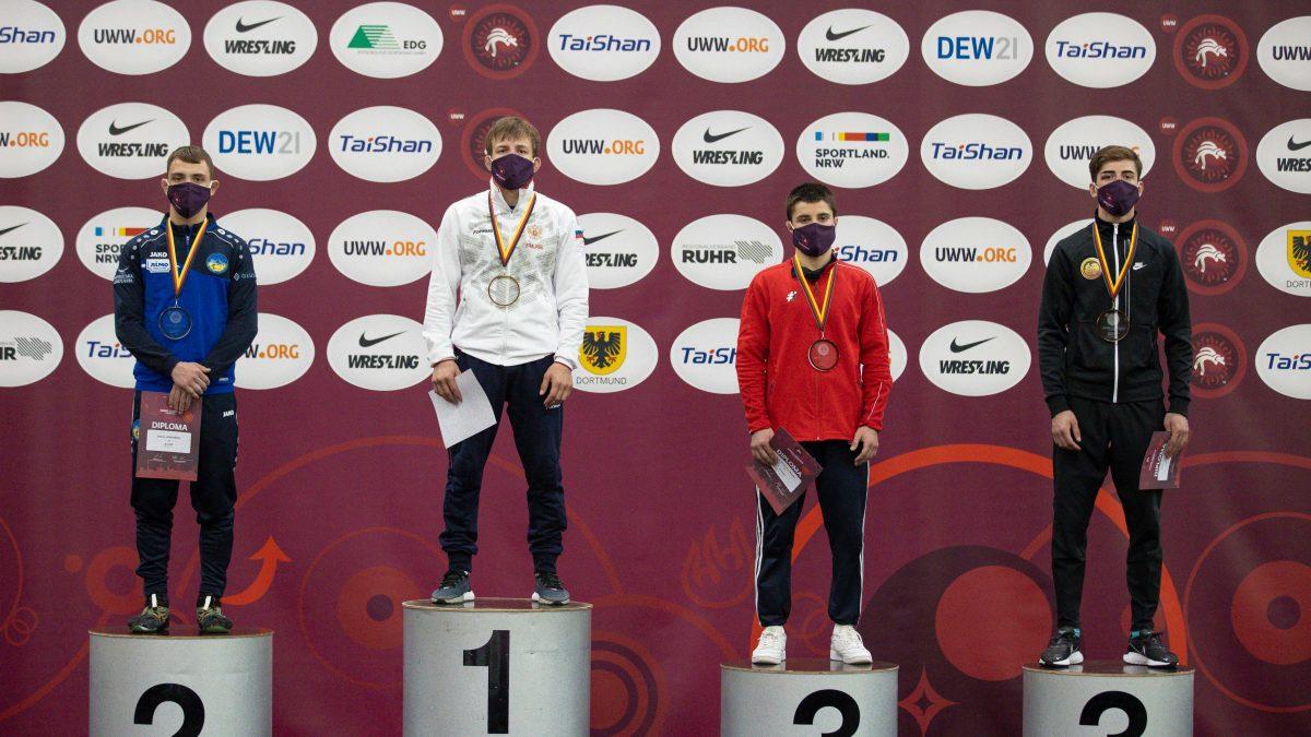 ЧЄ серед юніорів: Микита Гончаров – віце-чемпіон, Данило Стасюк – бронзовий призер.