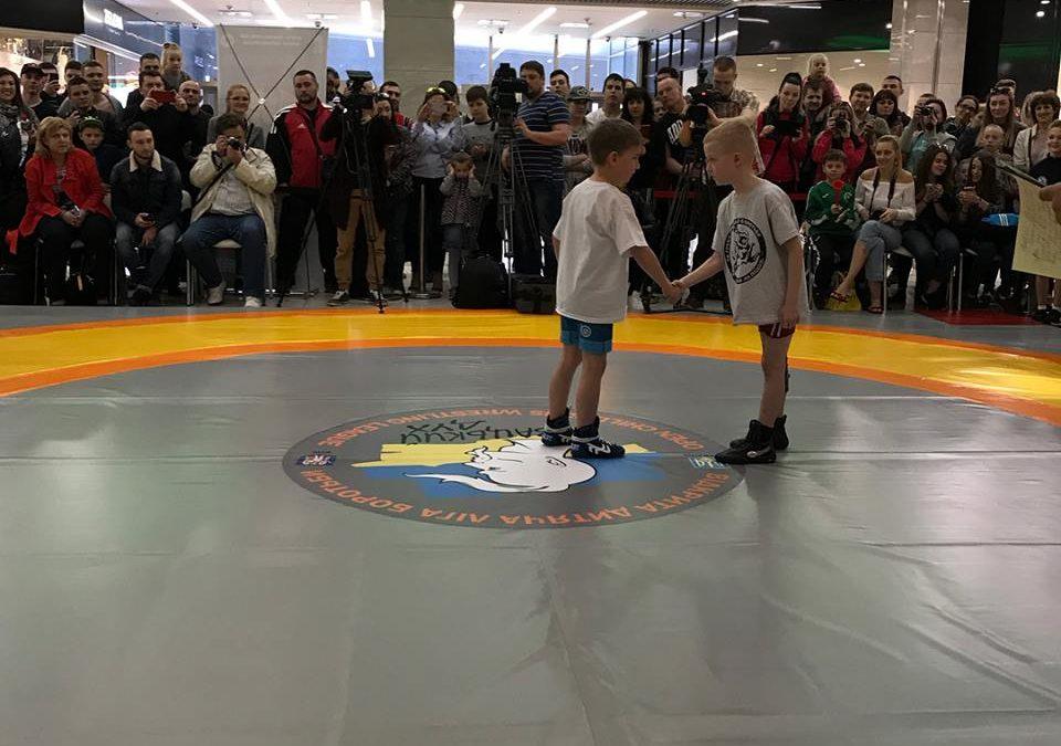 Дитяча борцівська ліга в центрі Києва
