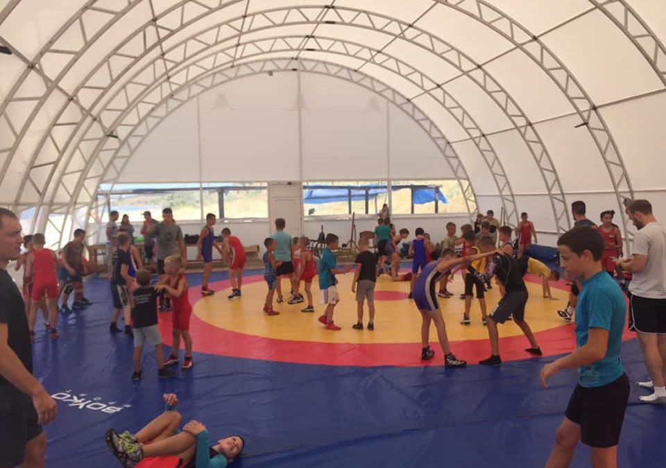 В Бердянську триває табір за участю американських борців