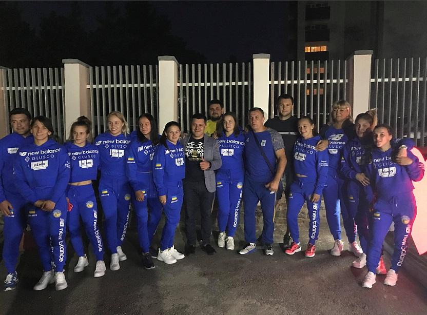 Жіноча збірна вирушила до Казахстану
